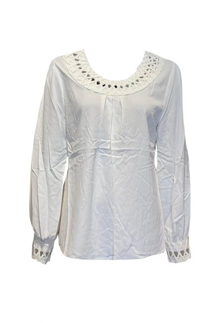 Roomwitte blouse met kant accent
