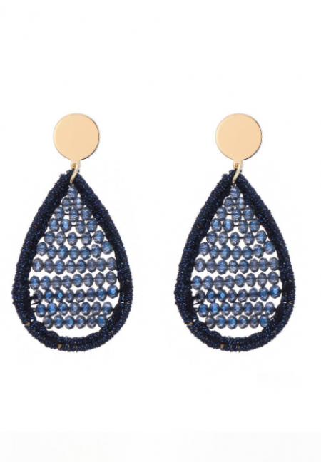 Goudkleurige oorbellen met blauwe kraaltjes