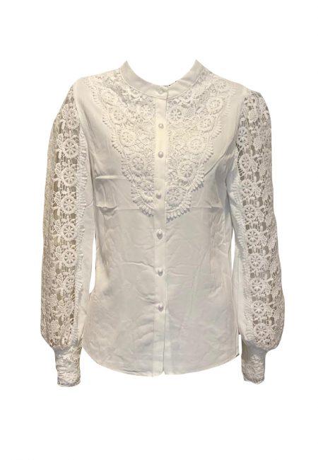 Mooi uitgewerkte kanten blouse