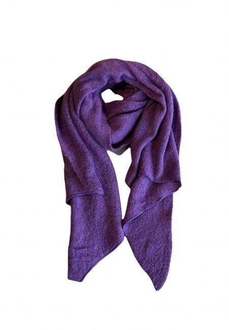 Paarse wollige shawl