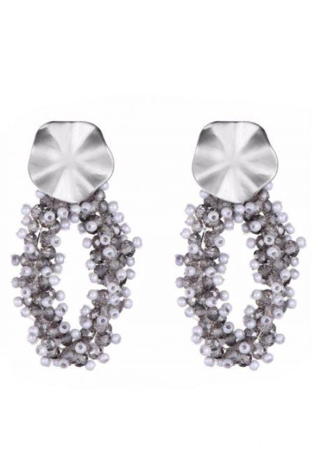 Zilverkleurige oorbellen met kraaltjes